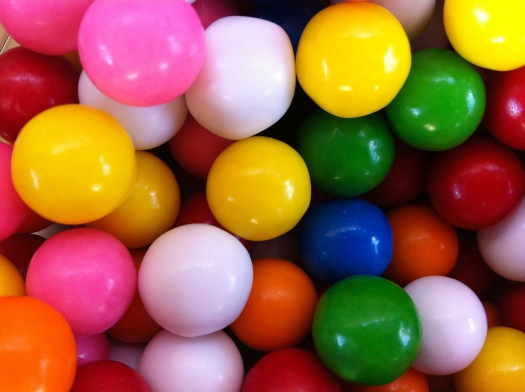 Chewing gum advantages are lowering acidity & improved concentration; disadvantages are tooth decay