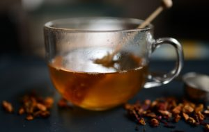 L-theanine is an amino acid that occurs naturally in tea leaves. It promotes relaxation & stabilizes cognitive function influenced by stress hormones.